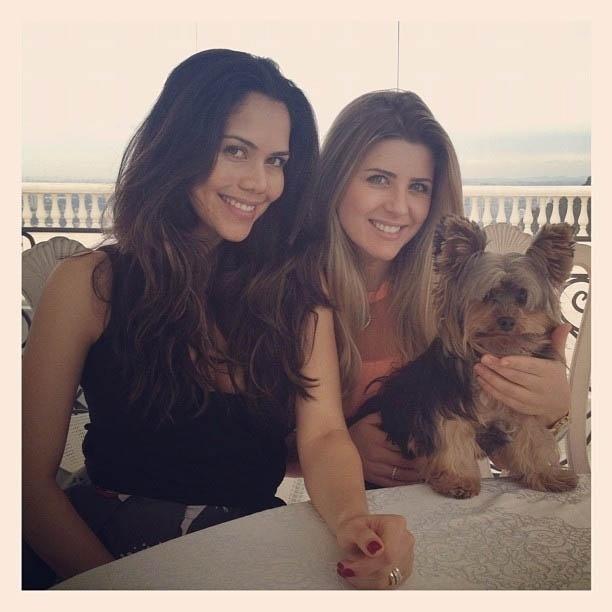 Iris Stefanelli divulga foto de almoço com Daniela Albuquerque (19/6/2012)