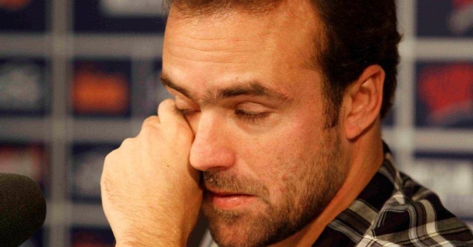 Meia Roger se emociona na sua despedida do Cruzeiro