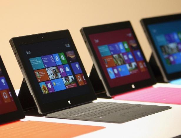 O Surface já virá com uma capa embutida para apoiá-lo, como a smart case do iPad. O aparelho também terá suporte a um teclado touchscreen para facilitar na produção de conteúdo no portátil.
