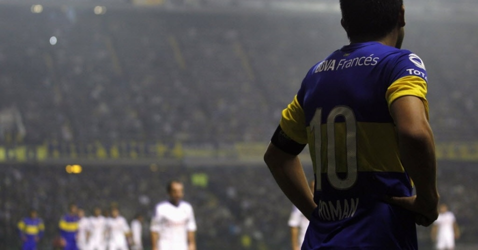 http://imguol.com/2012/06/19/roman-riquelme-em-partida-do-boca-juniors-contra-a-universidad-do-chile-1340121540210_956x500.jpg