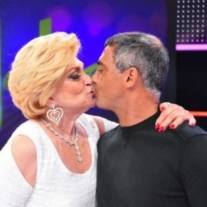Romário deu selinho em Hebe durante entrevista ao programa da apresentadora