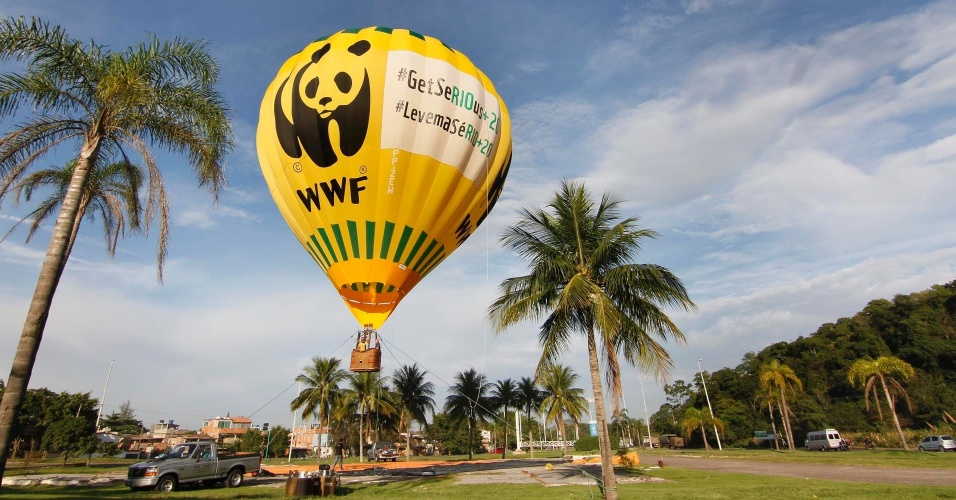 WWF infla bal&#227;o de 3 mil metros c&#250;bicos em protesto com mensagem &#34; Levem a s&#233;RIO+20&#34; a 2 km do Riocentro, na Rio+20