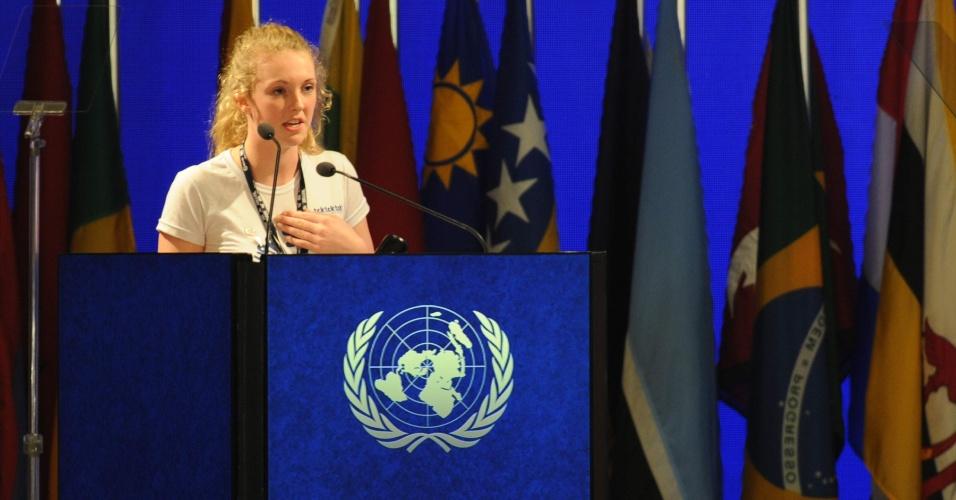 20.jun.2012 - A estudante neozelandesa Brittany Trilford de 17 anos fez um apelo aos chefes de Estado e governo que se reúnem na Rio+20 a partir desta quarta-feira (20) para que a próxima geração tenha um futuro melhor