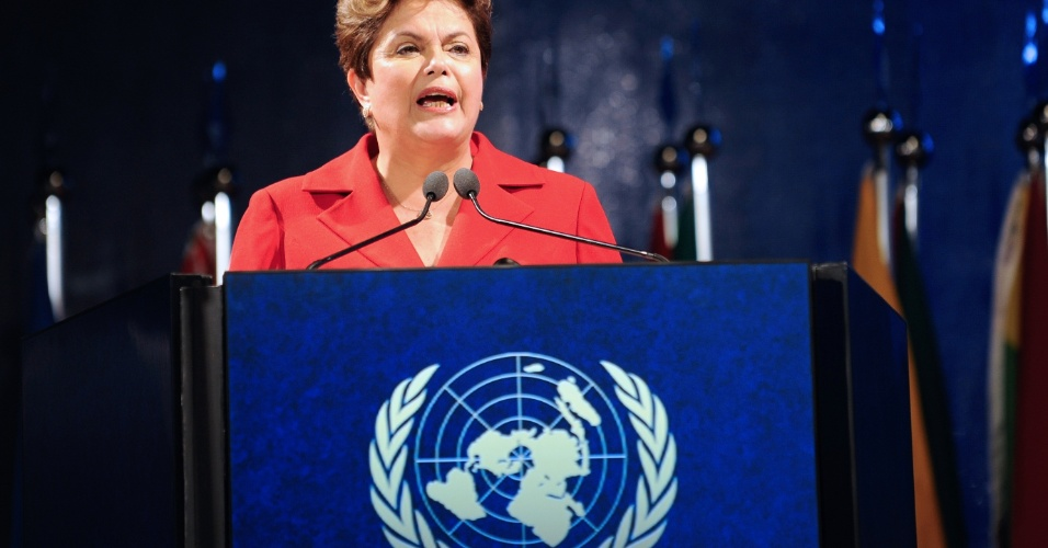 20.jun.2012 - A presidente Dilma Rousseff discursa na cerim&#244;nia de abertura protocolar da Confer&#234;ncia da ONU sobre Desenvolvimento Sustent&#225;vel, a Rio+20