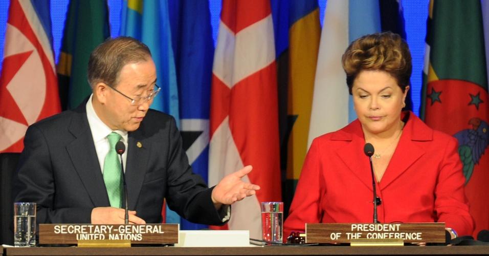 20.jun.2012 - A presidente Dilma Rousseff participa da reunião dos chefes de Estado na Rio+20, ao lado do secretário-geral da ONU, Ban Ki-moon