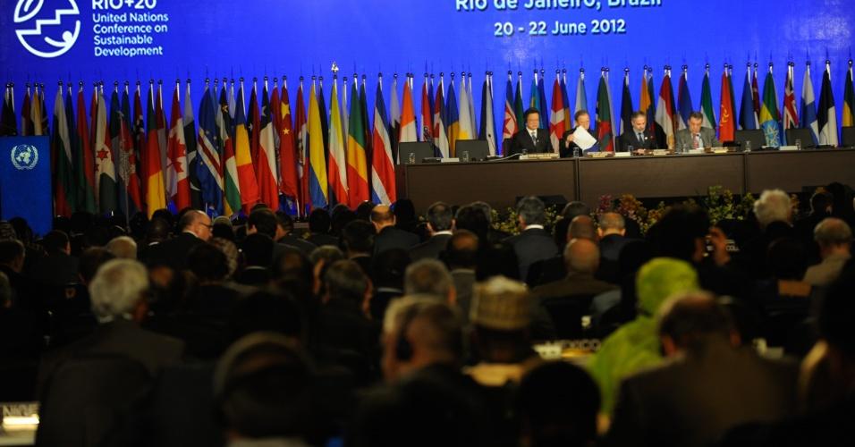 20.jun.2012 - Convidados assistem às reuniões da plenária da Rio+20, Conferência da ONU sobre Desenvolvimento Sustentável