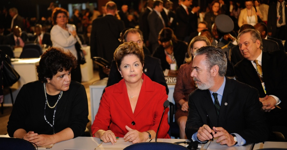 20.jun.2012 - Dilma Rousseff, Antonio Patriota e Izabella Teixeira participam de plen&#225;ria da Rio+20, Confer&#234;ncia da ONU sobre o Desenvolvimento Sustent&#225;vel