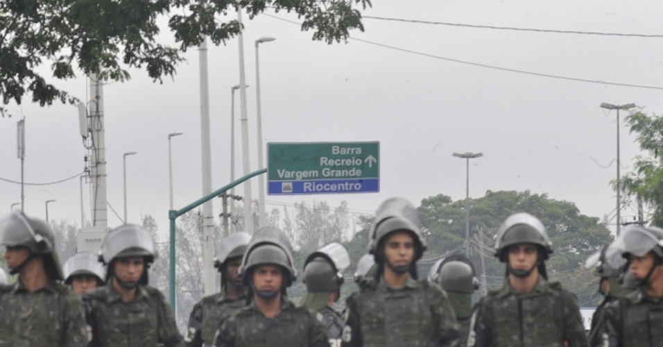 20.jun.2012 - Seguran&#231;a &#233; refor&#231;ada no Riocentro e vias de acesso est&#227;o restritas devido a manifesta&#231;&#245;es populares e &#224; seguran&#231;a dos chefes de Estado que participar&#227;o da abertura oficial da Rio+20, Confer&#234;ncia da ONU sobre Desenvolvimento Sustent&#225;vel
