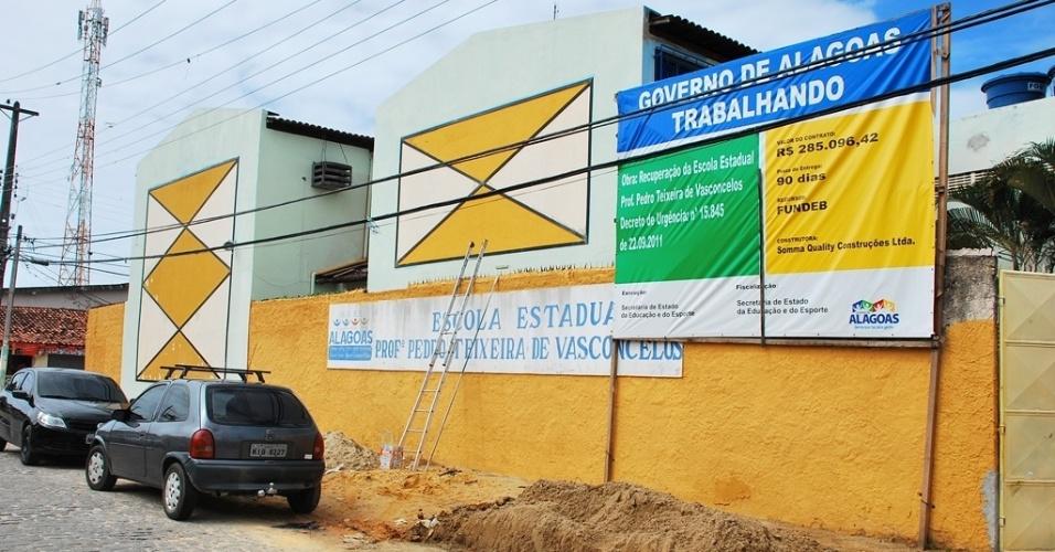 A Escola Estadual Professor Pedro Teixeira Vasconcelos ainda não iniciou o período letivo de 2012; outras 37 unidades estão na mesma situação