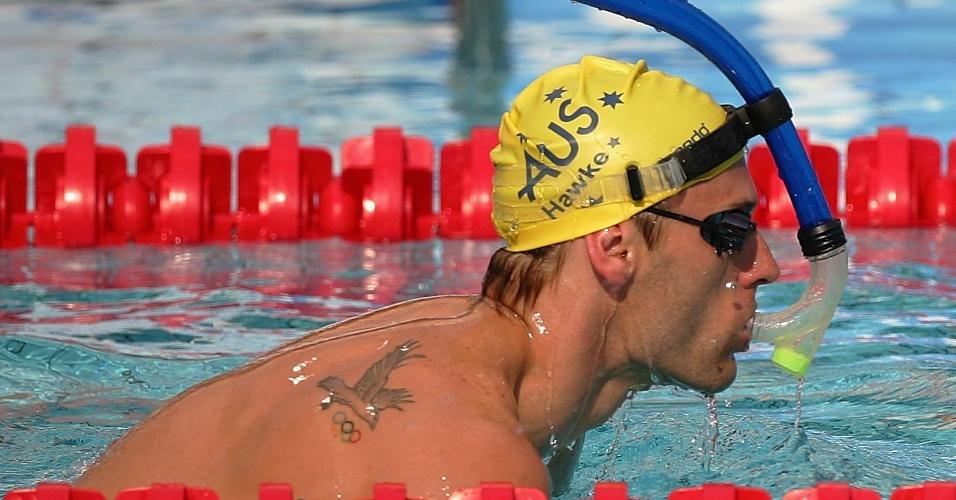 Brett Hawke, nadador australiano que depois viria a ser técnico de Cesar Cielo, tatuou nas costas os aros olímpicos e uma ave