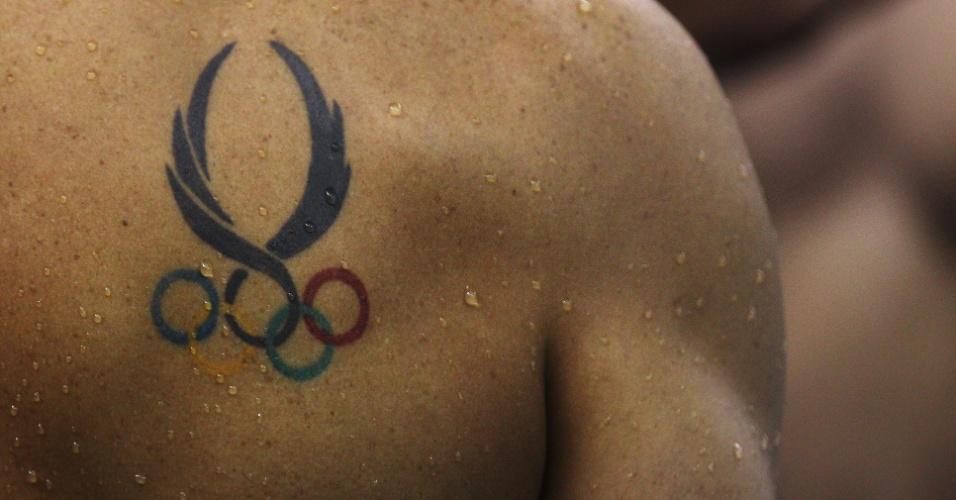 Detalhe da tatuagem olímpica de um nadador, clicado no Mundial de Esportes Aquáticos de 2011, na China