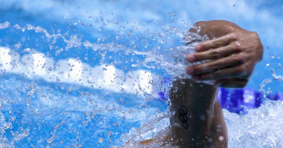 Nadador alemão em ação com sua tatuagem dos aros olímpicos durante o Campeonato Alemão de natação, em 2012.