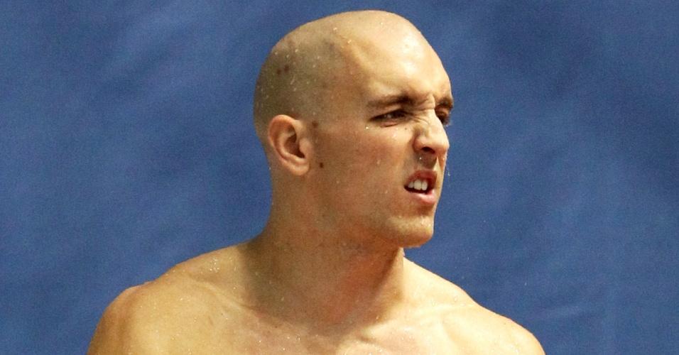 Nick Robinson-Baker, inglês que compete nos saltos ornamentais, abusou. Ele fez questão de tatuar aros tamanho GG no peito