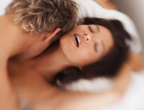A mulher não tem dois tipos de orgasmo, mas pode atingi-lo de duas maneiras