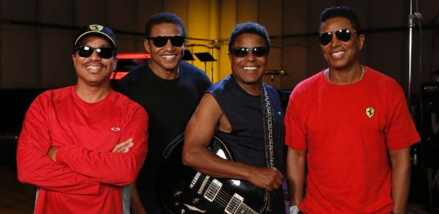 """The Jackson Brothers durante ensaio para turnê de """"Unity"""", primeira apresentação oficil do grupo sem Michael. Da esquerda pra direita: Marlon, Jackie, Tito e Jermaine Jackson."""