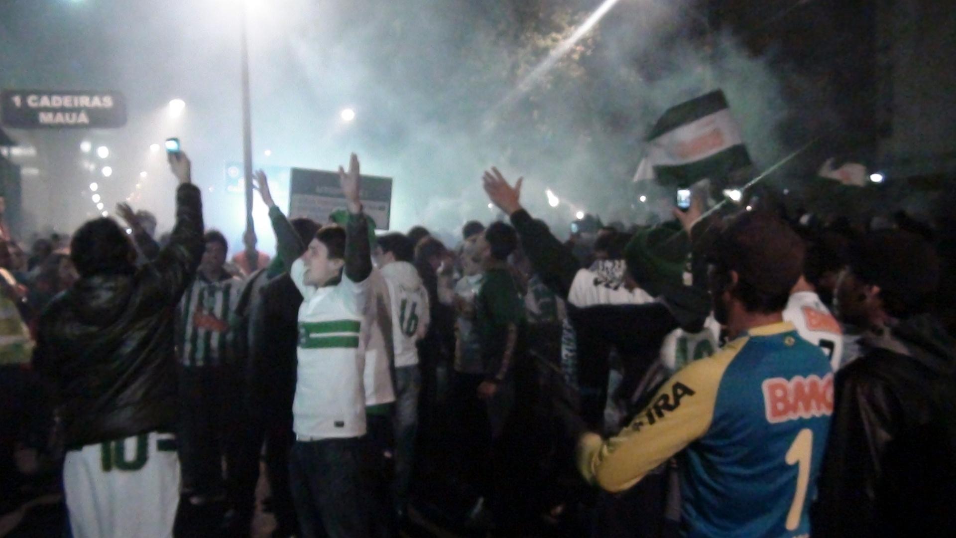 Torcedores do Coritiba fazem festa antes do jogo contra o São Paulo pela Copa do Brasil