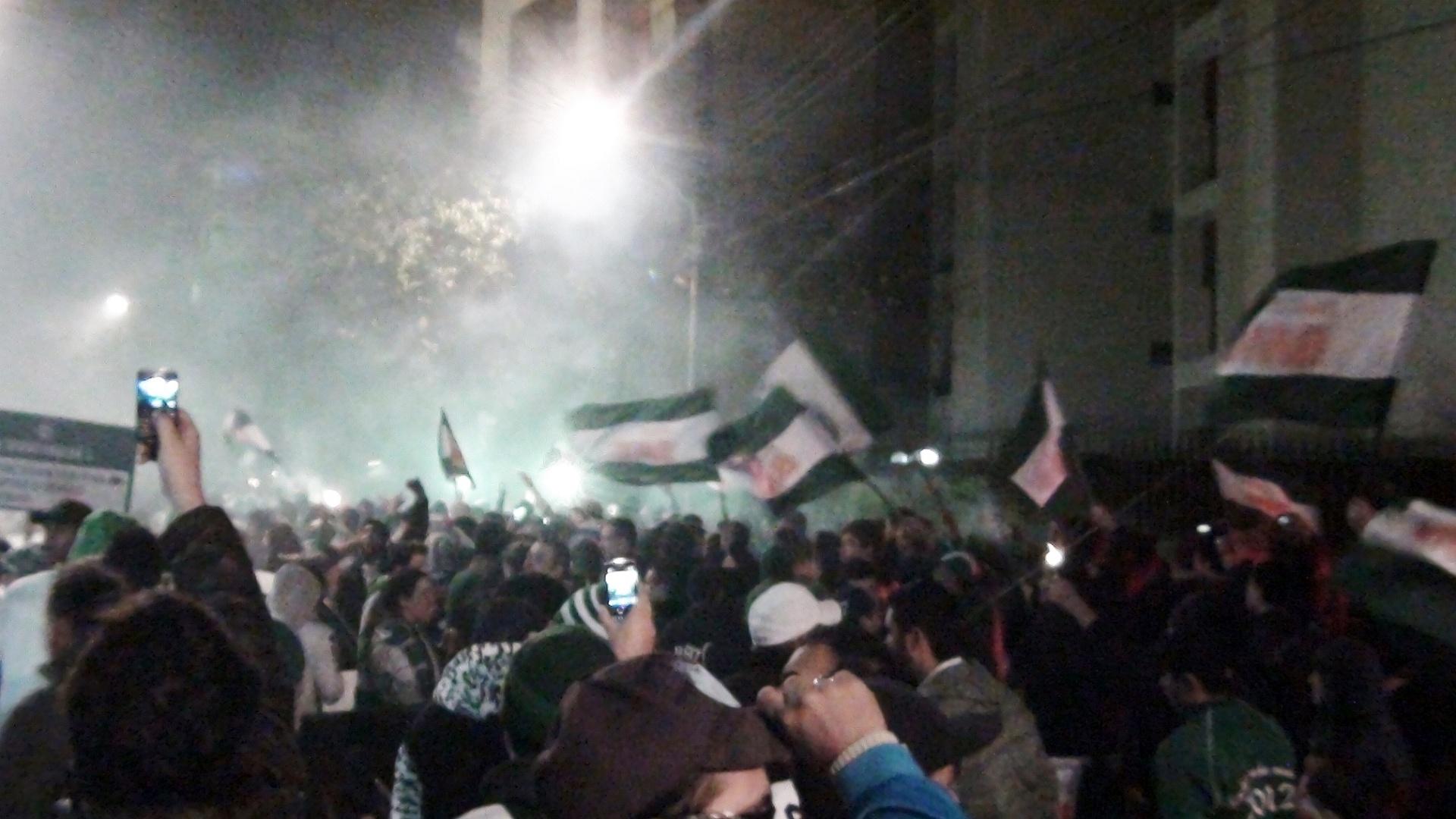 Torcedores do Coritiba fazem festa horas antes do jogo contra o São Paulo