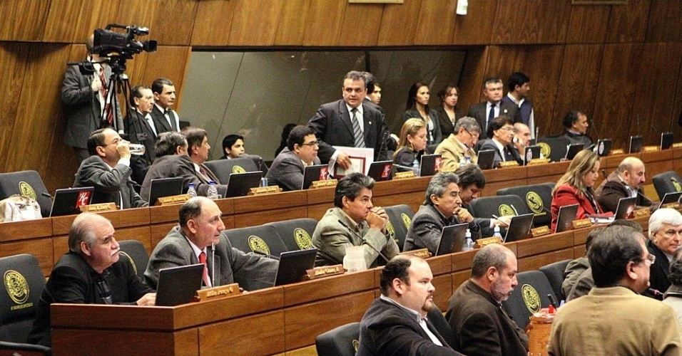 21.jun.2012- Parlamentares paraguaios decidiram iniciar processo de impeachment do presidente do Paraguai, Fernando Lugo