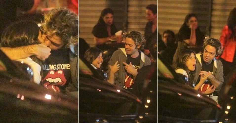 Bruno Mazzeo troca beijos com Joana Jabace no Rio de Janeiro (20/6/12)