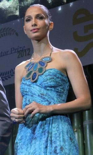 Camila Pitanga entrega prêmio de sustentabilidade no Rio de Janeiro (21/6/12)