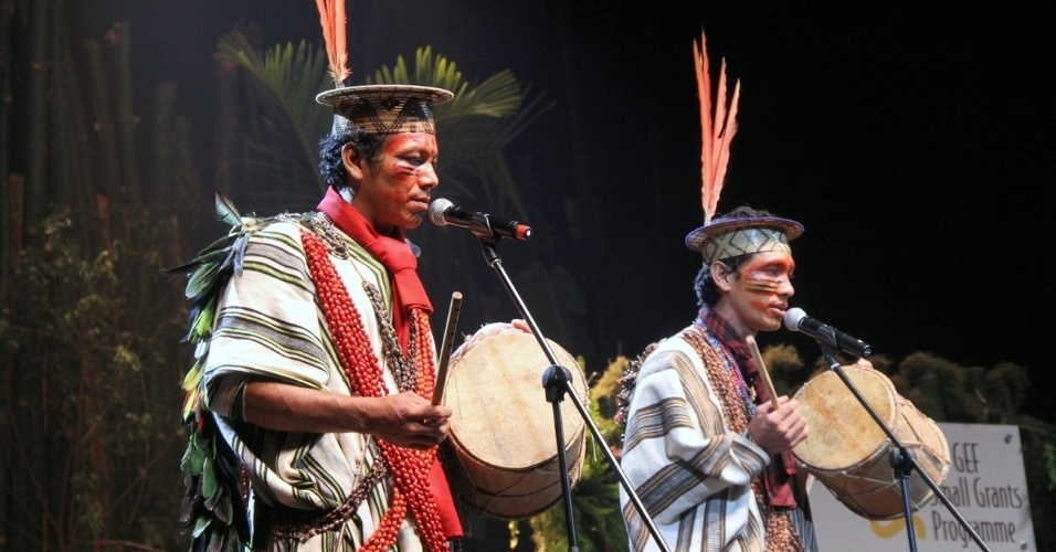 Cantores indígenas se apresentam em evento de sustentabilidade da Rio+20, no Rio de Janeiro (21/6/12)