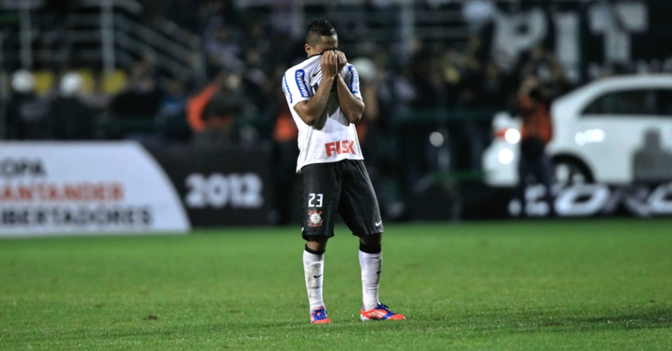 Jorge Henrique se emociona ap&#243;s o empate contra o Santos, que garantiu o Corinthians na decis&#227;o da Libertadores