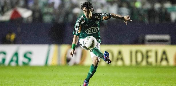 O duelo entre Palmeiras, do meia Valdivia, e Coritiba será transmitido pela Bandeirantes
