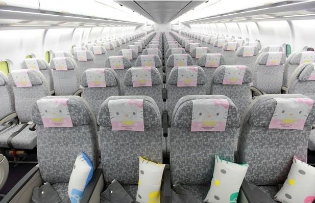 O interior dos aviões da EVA Air também seguem a temática do personagem Hello Kitty