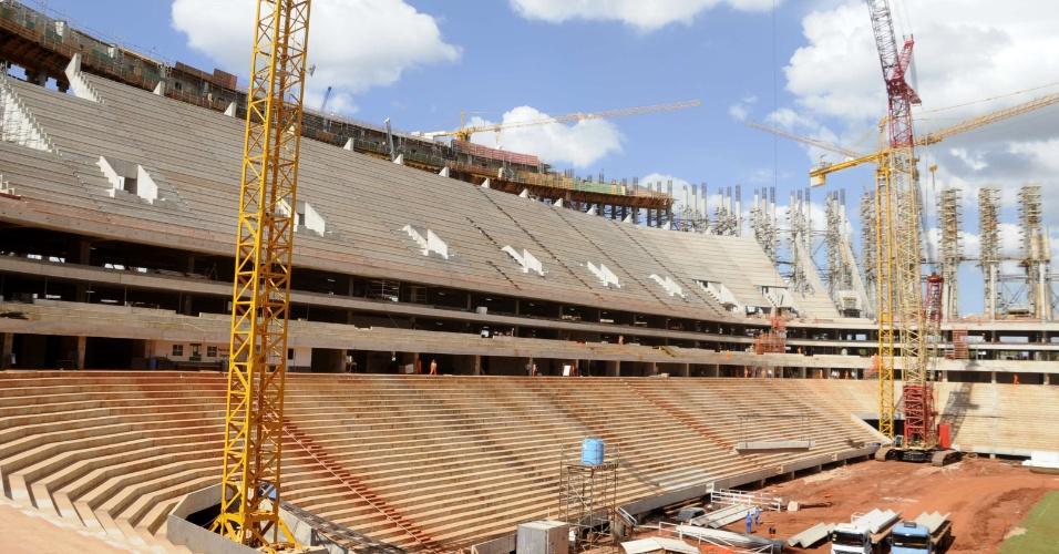 Obras do Estádio Nacional Mané Garrincha no início de junho de 2012