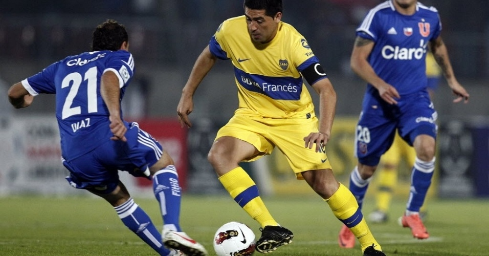 Riquelme, do Boca Juniors, tenta se livrar da marca&#231;&#227;o de Diaz, da Universidad de Chile