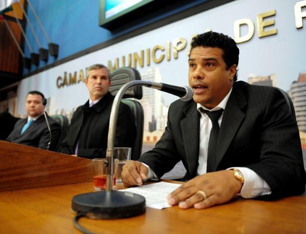 Roberto de Assis Moreira teve conversa grampeada pela polícia, segundo informa jornal