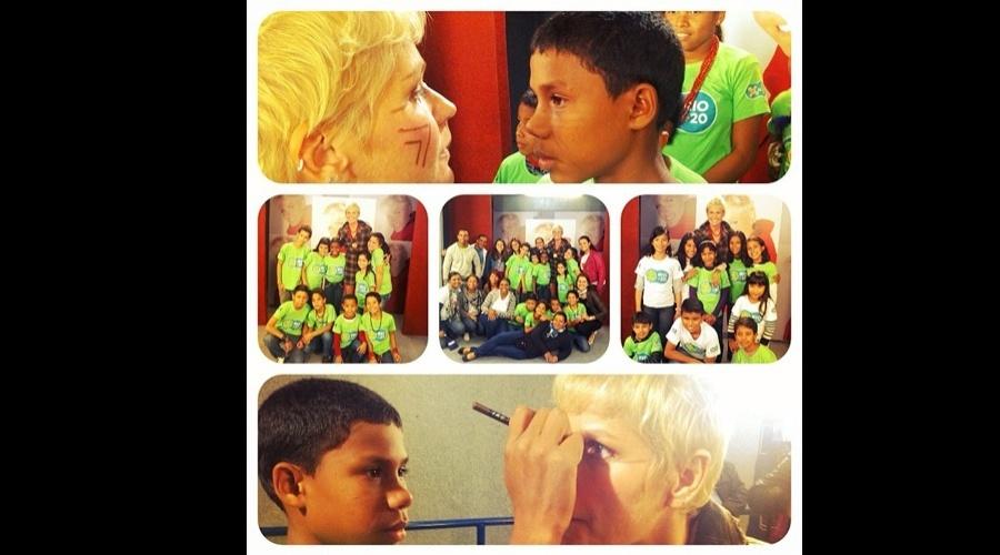 Xuxa se encontrou com crianças indígenas nesta quinta na Rio + 20 (21/6/12)