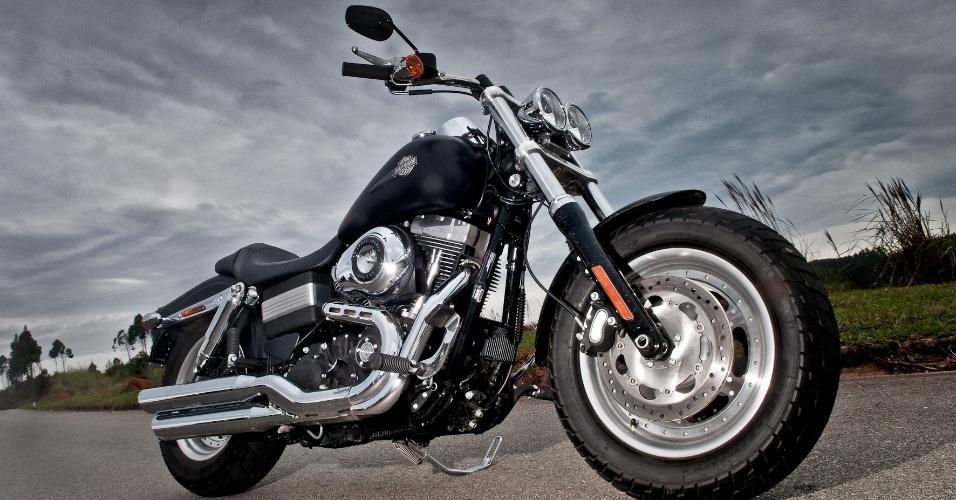 A Harley-Davidson Fat Bob 2012 tem preço sugerido de R$ 40.700 e pode ser encontrada em quatro opções de cores no catálogo