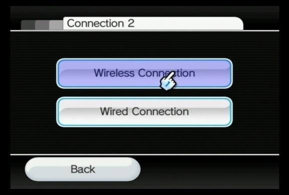 Aqui você deve escolher o tipo de conexão: Wireless Connection (Wi Fi, sem fio) ou Wired Connection (via cabo). Porém, vale destacar que, de fábrica, o Wii aceita apenas conexão Wireless, o que exige ter um roteador sem fio. A opção Wired Connection meramente existe para otimizar o sinal ao utilizar o Wii LAN Adapter, um roteador sem fio lançado pela própria Nintendo