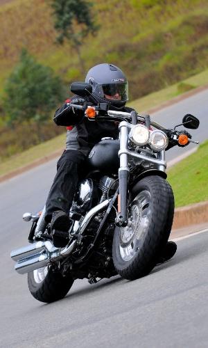 Nova Harley-Davidson Fat Bob 2012 não é uma exímia fazedora de curvas, mas as contorna com estilo e segurança