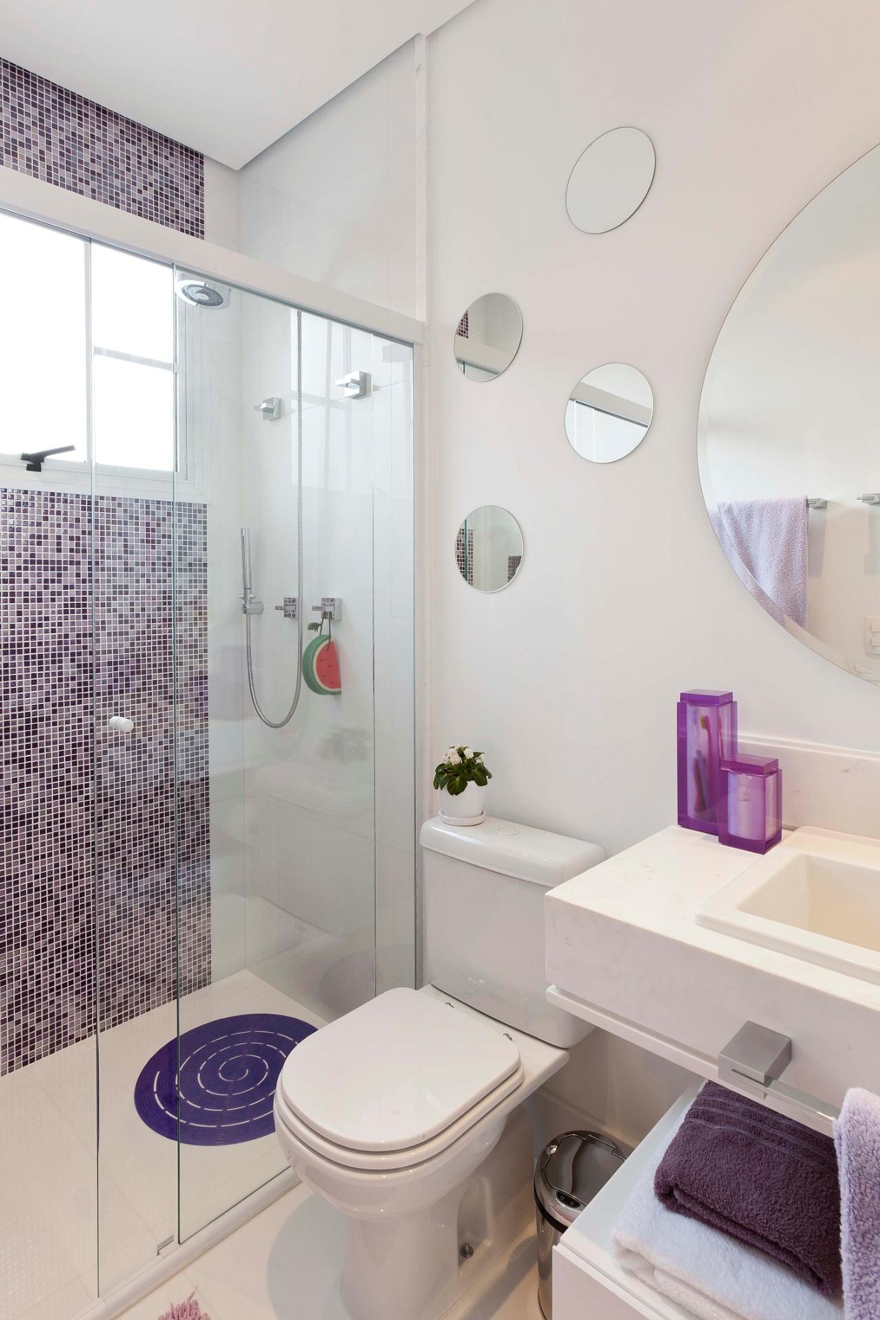 Banheiros pequenos dicas de decoração para quem tem pouco espaço  BOL Fotos -> Fotos De Decoracao De Banheiro Pequeno Com Pastilhas