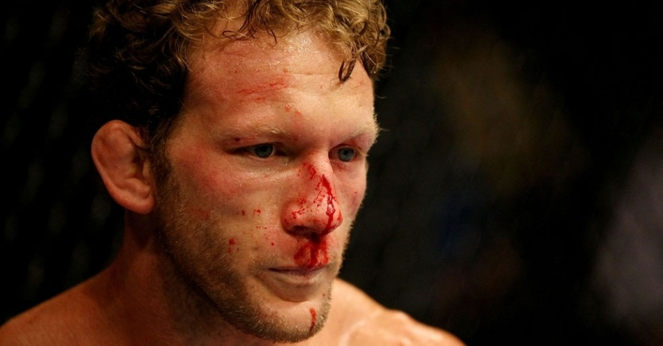 Gray Maynard sangra, mas acaba vencendo por pontos contra Clay Guida, em Atlantic City, pelo UFC on FX 4