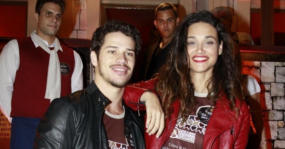 José Loreto e Débora Nascimento participam da festa de São João de Gravatá, em Pernambuco (22/6/12). Os dois interpretam Darkson e Tesspália em