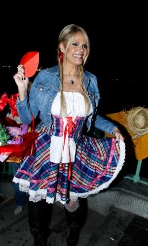 Monique Evans participa de festa junina organizada pela Ong Florescer no Jockey Clube de São Paulo (22/6/12)