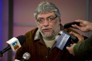 Após participar de manifestação, Lugo concedeu entrevista coletiva em estúdio de TV local