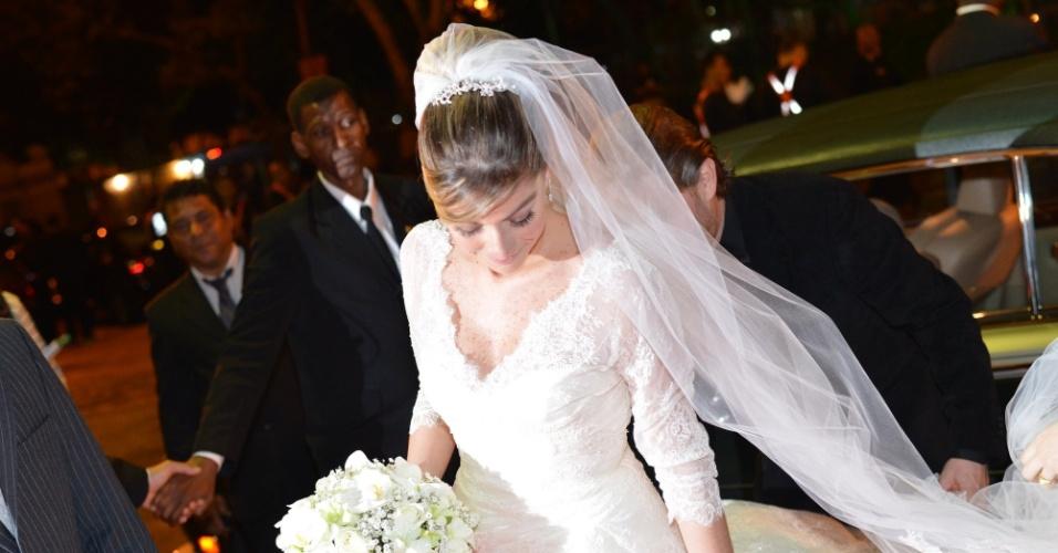 """A atriz Luma Costa chega ao casamento com o empresário Leonardo Martins (23/6/12). Luma viveu Nanda em """"Fina Estampa"""""""