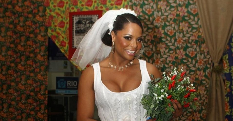Adriana Bombom se veste de noiva na festa de São João do Centro de Tradições Nordestinas do Rio de Janeiro (23/6/12)