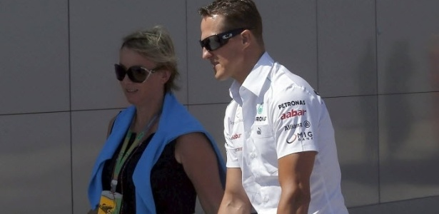 Antes da corrida, Michael Schumacher passeou de patinete pelo circuito de Valncia