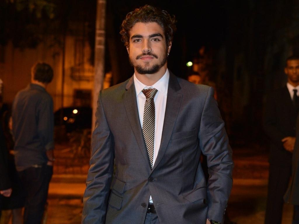 Caio Castro vai ao casamento de Luma Costa, atriz que viveu Nanda em