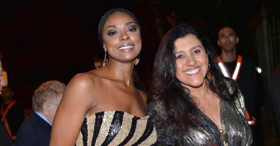 Cris Vianna e Regina Casé no casamento da atriz Luma Costa, no Rio (23/6/12)
