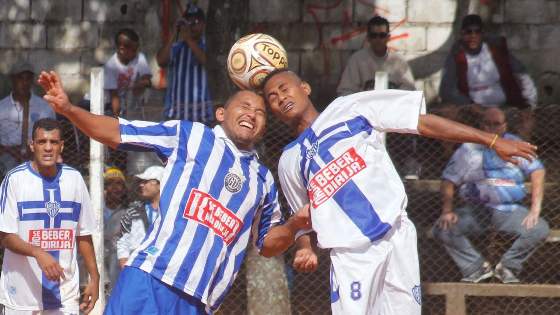Lance de Vila Rica (branco) x Unidos Heliopolis (azul e branco)