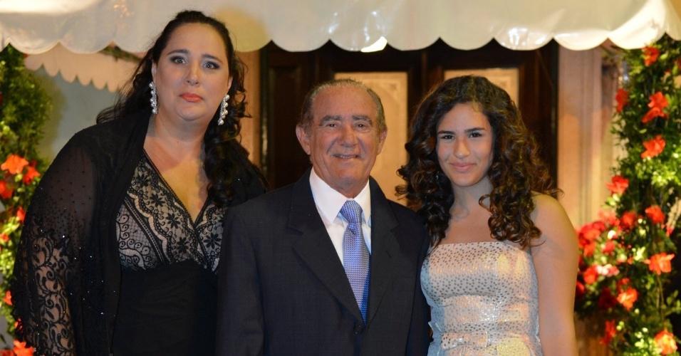 Lilian, Rentato e Lívian Aragão no casamento da atriz Luma Costa, realizado na igreja Nossa Senhora de Bonsucesso, no Rio (23/6/12)
