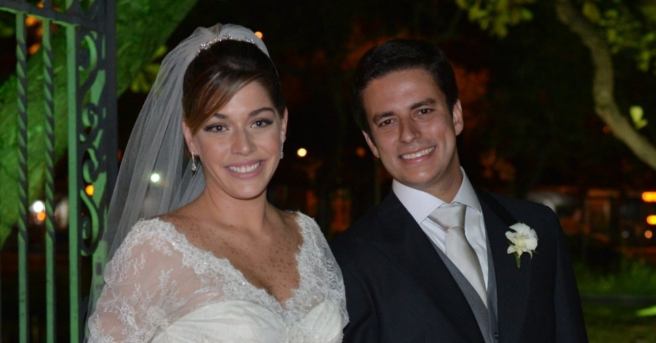 Luma Costa e o noivo Leonardo Martins. O casamento foi realizado na igreja Nossa Senhora de Bonsucesso, no centro do Rio (23/6/12)