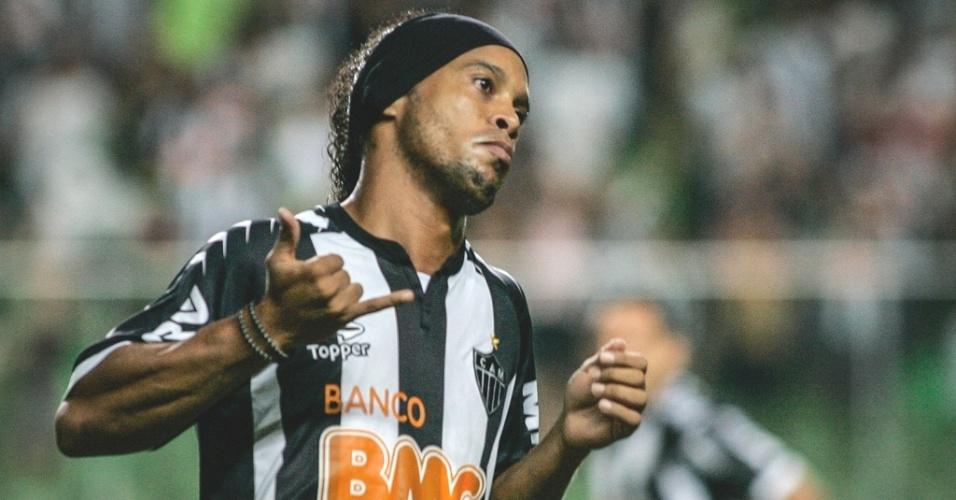 Ronaldinho Gaúcho comemora gol marcado na vitória do Atlético-MG sobre o Náutico (23/6/2012)