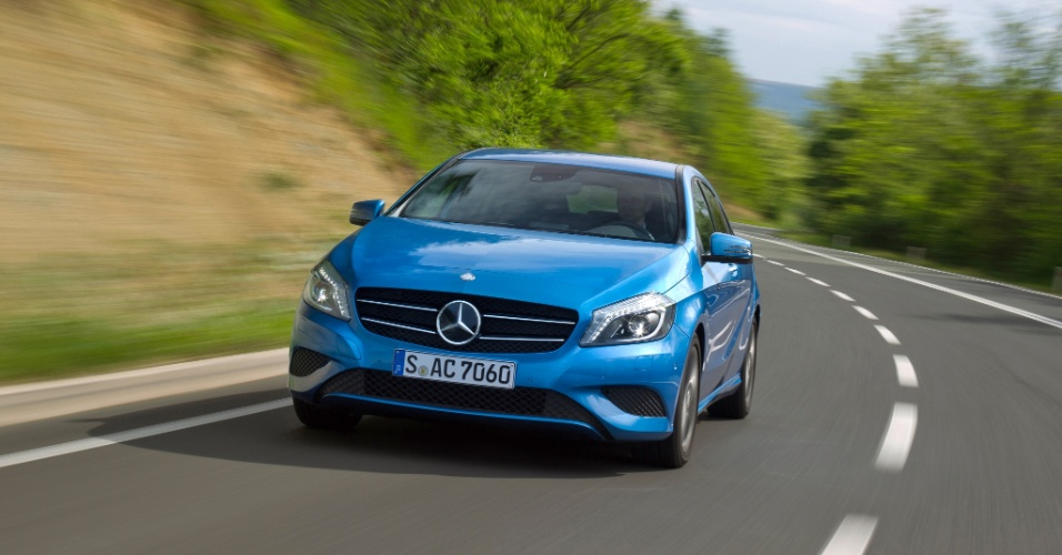 A Mercedes revelou os detalhes da nova geração do Classe A, agora um hatch (antes um monovolume), que estreia este ano na Europa